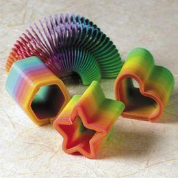 Farebné party hračky v rôznych tvaroch - 12 ks