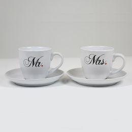 Svadobné šálky na kávu s tanierom - s nápisom Mr. - Mrs., 2 ks